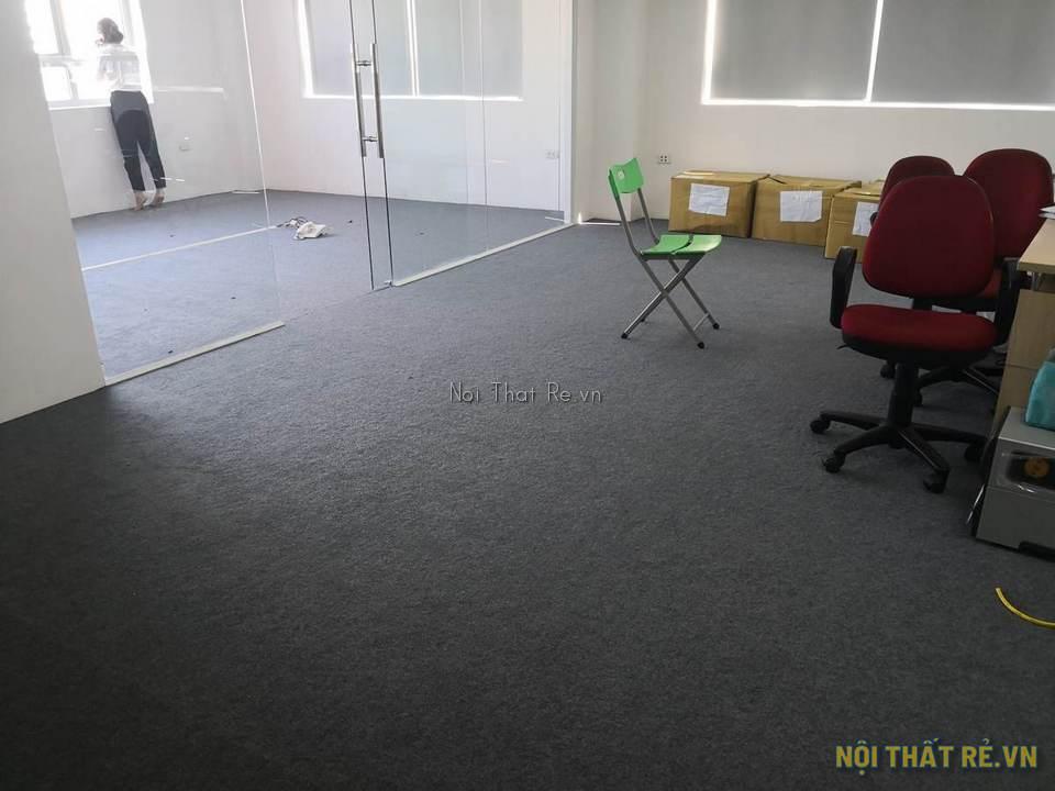 văn phòng công ty trải thảm màu ghi xám